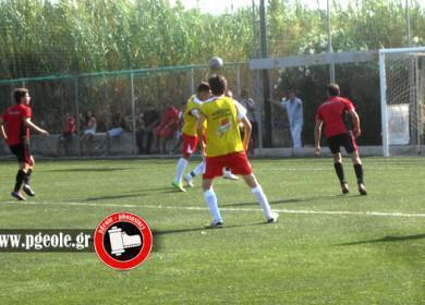Ο Φίλιππος Κοτσίνης με κεφαλιά στέλνει τη μπάλα στα δίχτυα και κάνει το 1-0....